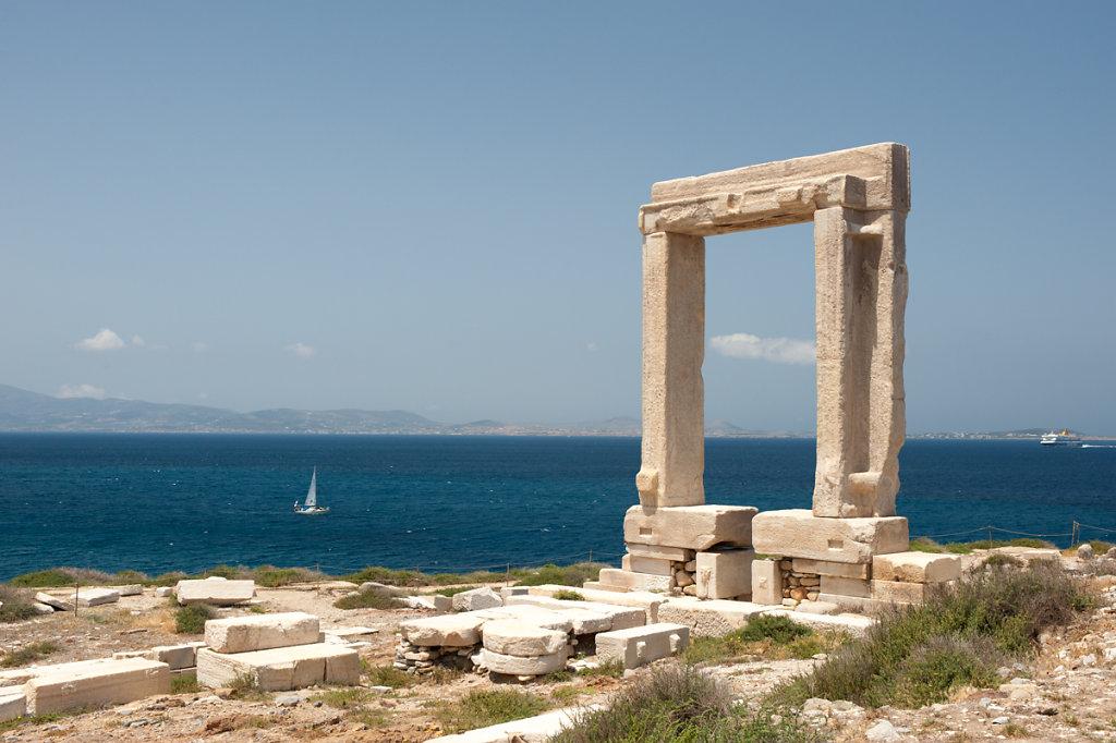 Naxos, Puerta de Apolo